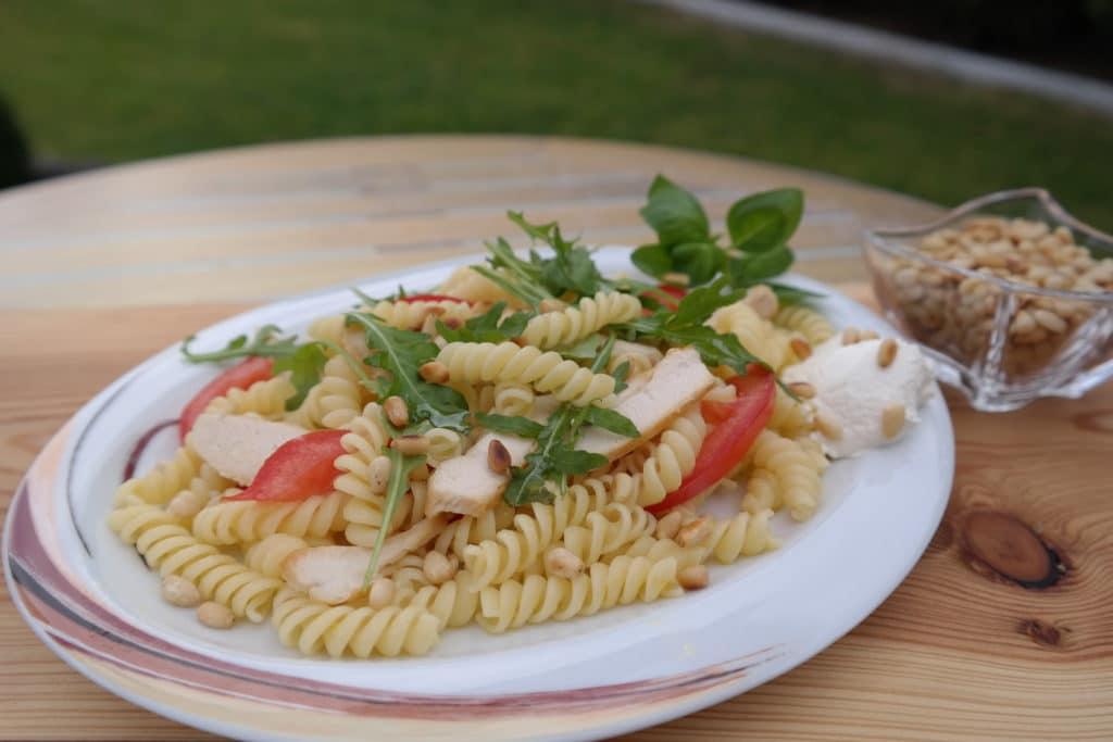 Hähnchen-Nudel-Salat