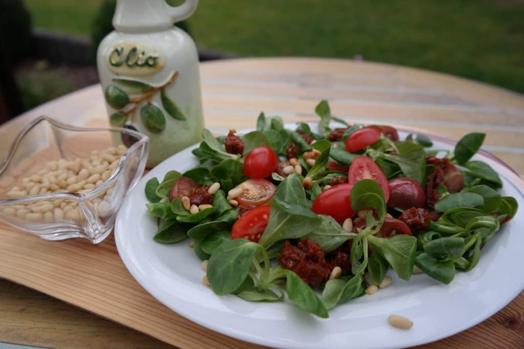 Sommerlicher Feldsalat